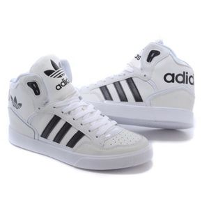 Adidas Hightop three stripe Classics